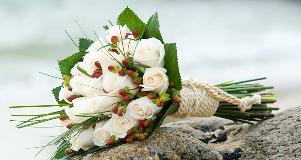 f9a497814797 Νυφική ανθοδέσμη  στολίδι στα χέρια της νύφης! - Δυναμική Γυναίκα