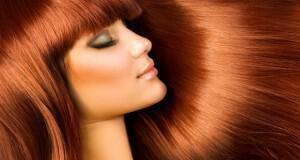 λαμπερά βαμμένα μαλλιά