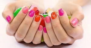 ελκυστικά νύχια