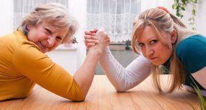 καβγάδες μεταξύ πεθεράς και νύφης